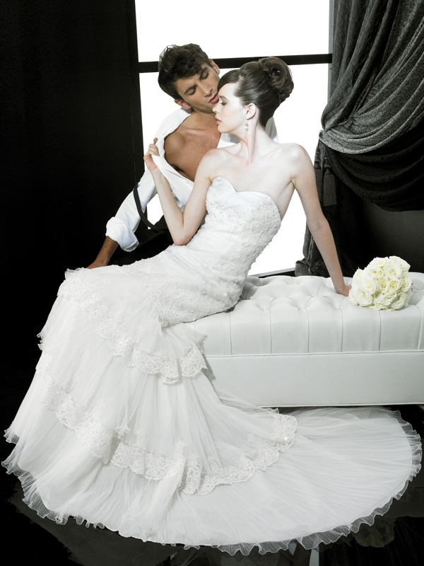 H1136-valerie-couture-wedding-dress-2011-sweetheart-neckline-lace.full