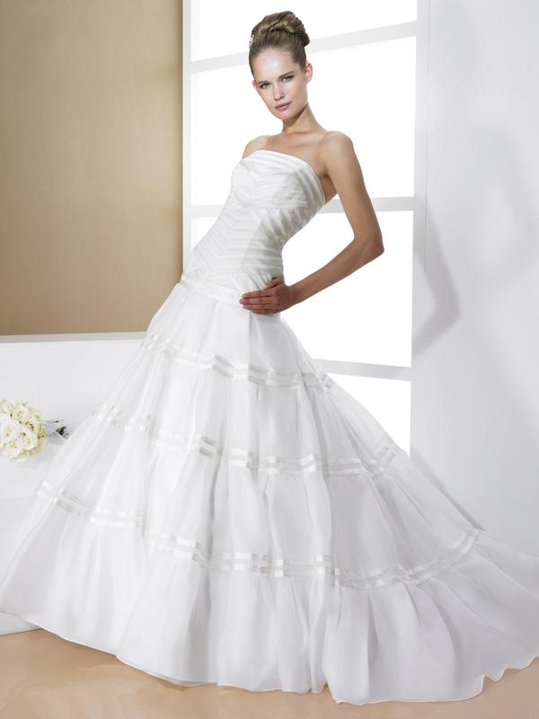 D7992-moonlight-bridal-2011-wedding-dress-strapless-ballgown-ribbon-details.full