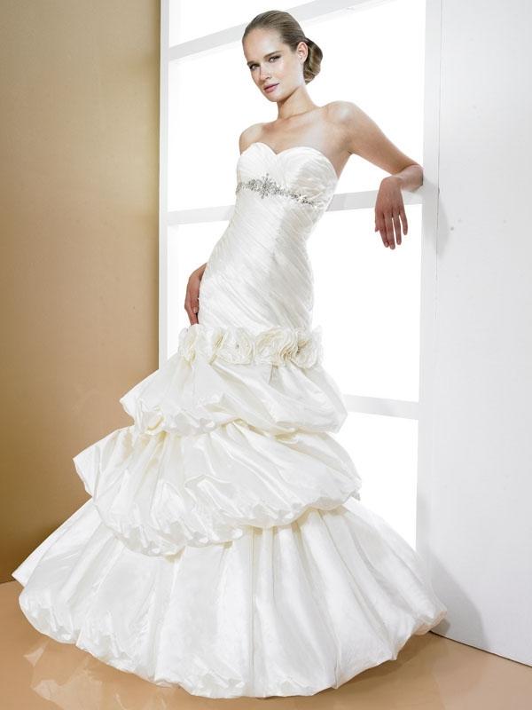 D7997-ivory-2011-wedding-dress-moonlight-bridal-sweetheart-neckline-tiered-ruffled-skirt.full