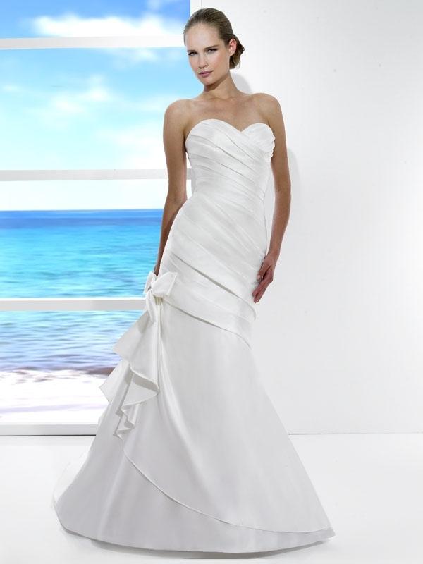 T482-spring-2011-tango-wedding-dress-sweetheart-neckline-drop-waist-bow-detail.full