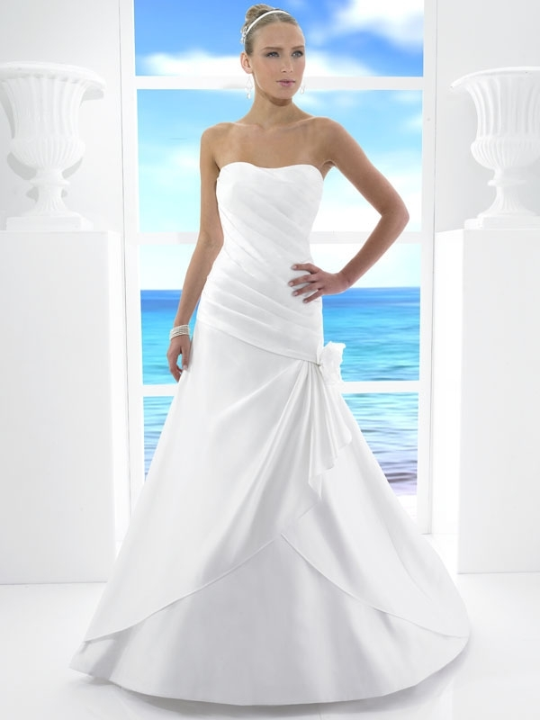 T481-spring-2011-classic-white-a-line-wedding-dress-strapless-floral-applique-on-hip.full