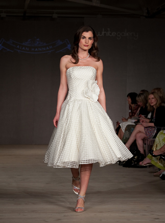 2011-wedding-dress-alan-hannah-white-gallery-1_0.full