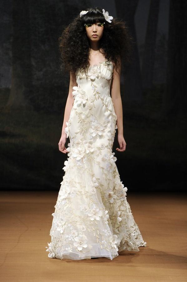 Flora-2011-wedding-dress-claire-pettibone-silk-floral-leaf-applique.full