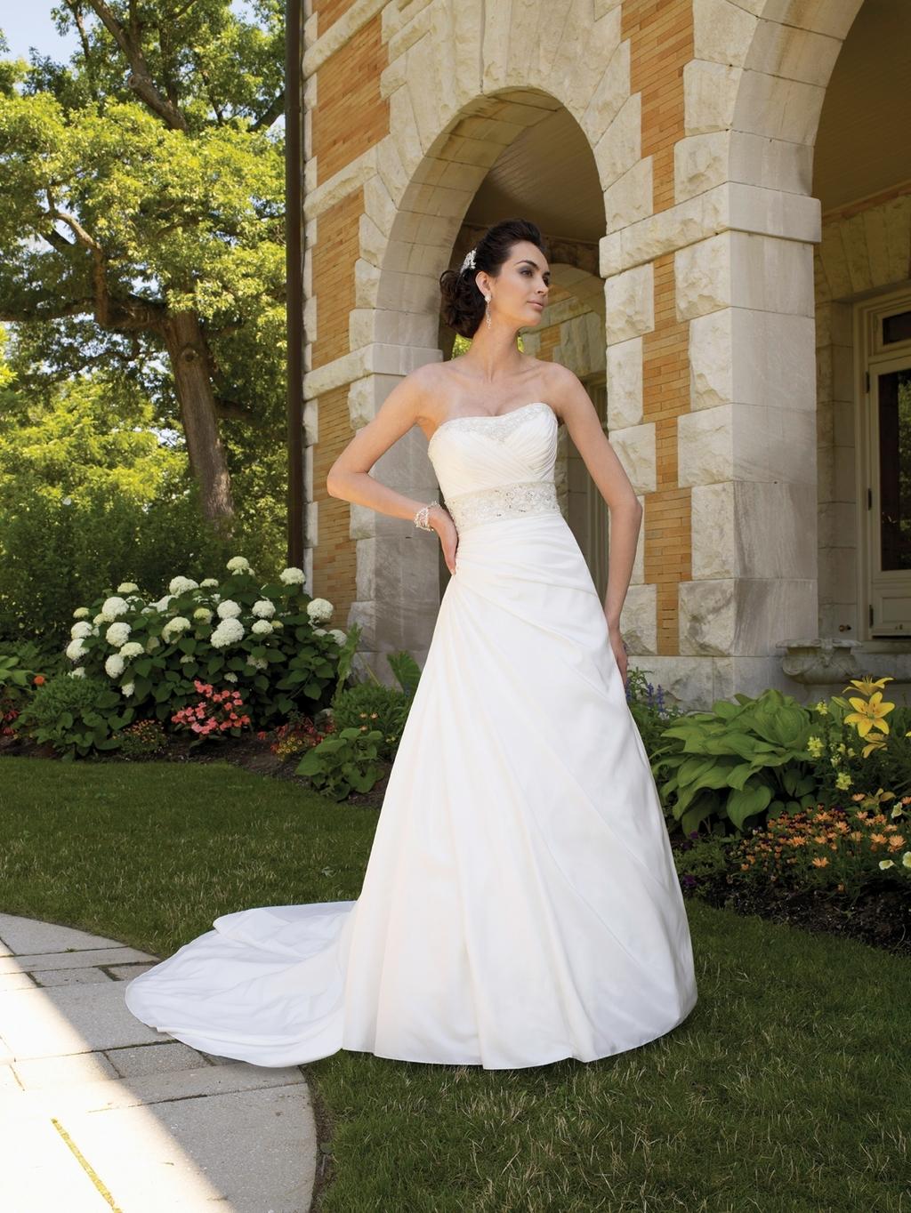 111208-mon-cheri-2011-wedding-dress-strapless-a-line.full