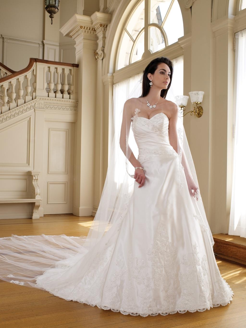 111205_vail-sweetheart-neckline-2011-mon-cheri-wedding-dress-with-veil.full