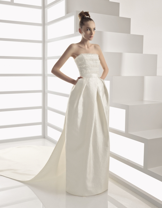 Ivory strapless Rosa Clara wedding dress with pockets and ruched ...