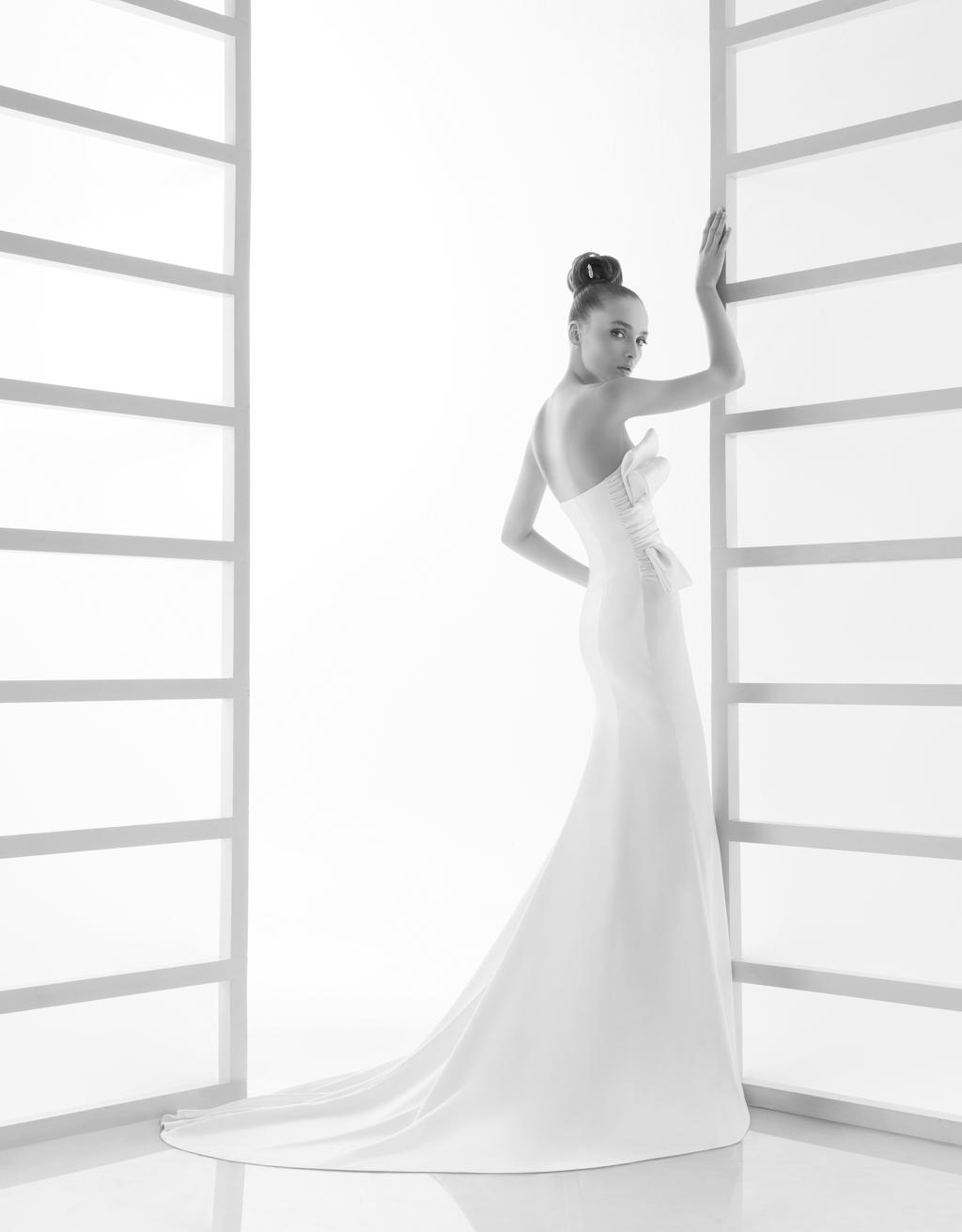 119-elana-rosa-clara-wedding-dress-sleek-white-strapless-side.full
