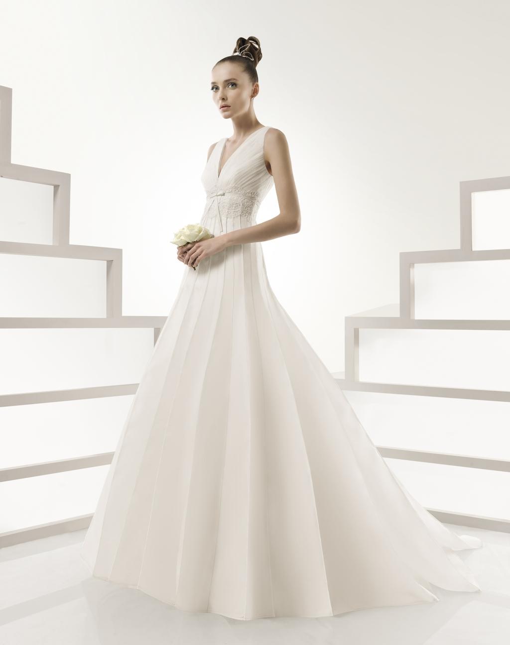 115-ibar-full-a-line-v-neck-wedding-dress-2011-rosa-clara.full