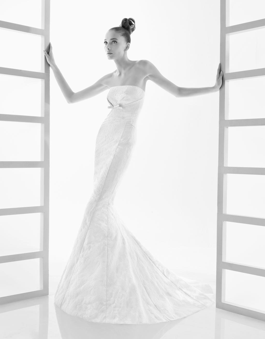 112-efigie-strapless-mermaid-wedding-dress-by-rosa-clara-2011.full
