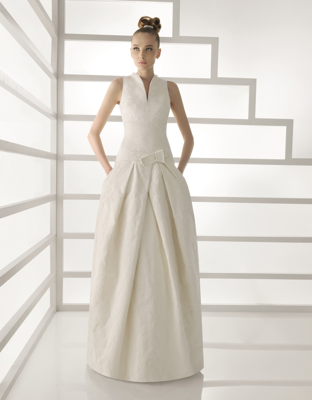 101 ebano for Wedding dress with high collar