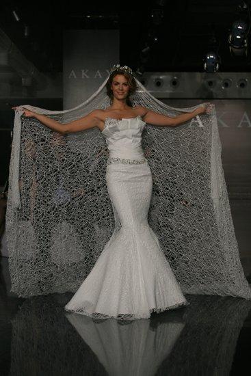 1021-2011-wedding-dress-mermaid-strapless-crumb-catcher.full