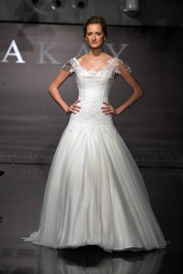 905-akay-maison-couture-spring-2011-wedding-dress-a-line.full