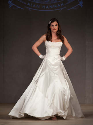 2011-wedding-dress-alan-hannah-white-gallery-5.original