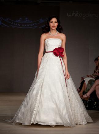 2011-wedding-dress-alan-hannah-white-gallery-3.full