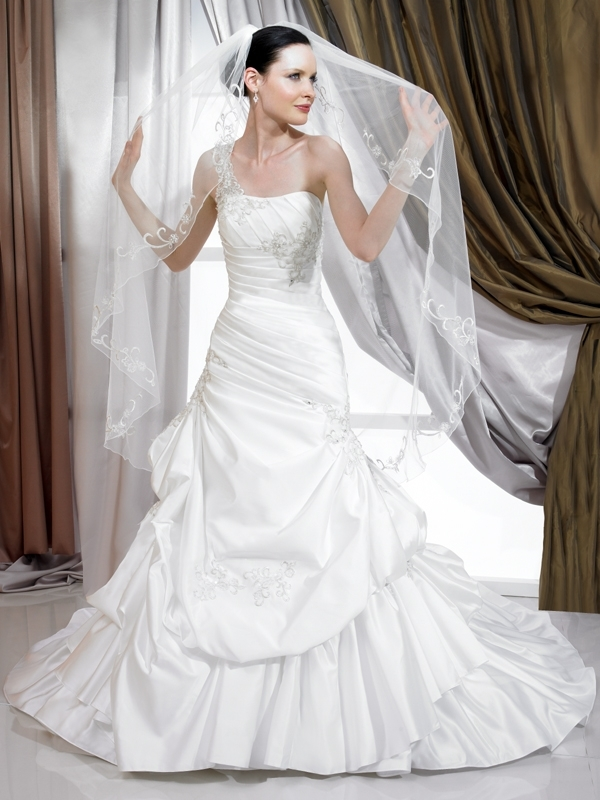 J6176-spring-2011-wedding-dress-full-a-line-bustling-on-skirt-front.full