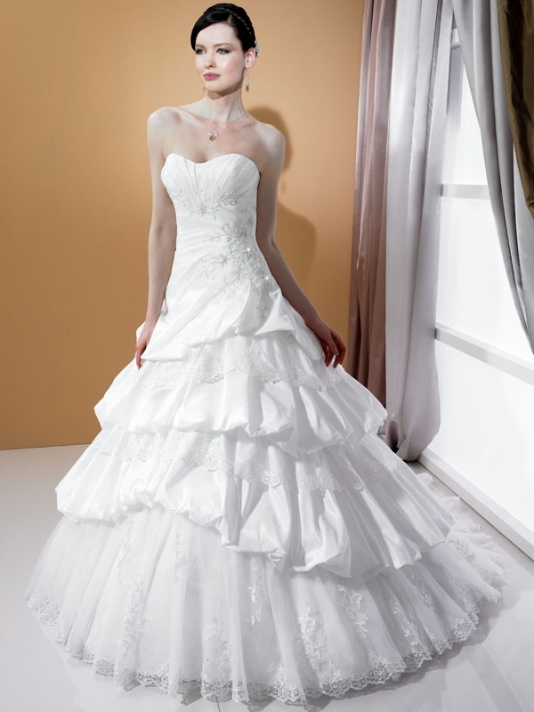 J6174-spring-2011-wedding-dress-stephanie-couture-strapless-a-line-lace-applique.full