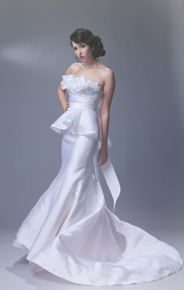 Sarah-houston.payton-2011-strapless-wedding-dress-mermaid-front-ruffle-neckline.full