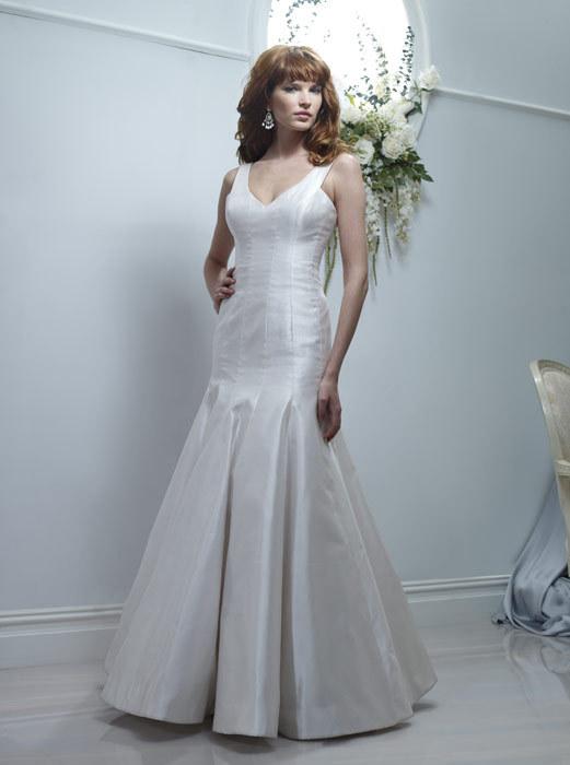 Spring-2011-marguerite-mermaid-champagne-wedding-dress-v-neck.full