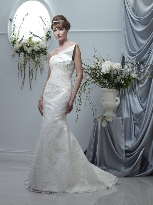 Spring-2011-wedding-dresses-one-shoulder-ivory-lace-mermaid.full