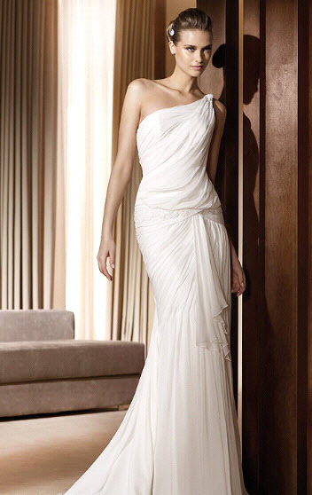 Abril-2011-pronovias-wedding-dress-fashion-collection-one-shoulder.full