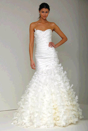 Precious-spring-2011-monique-lhuillier-wedding-dress-strapless-ivory-trumpet-silhouette.full