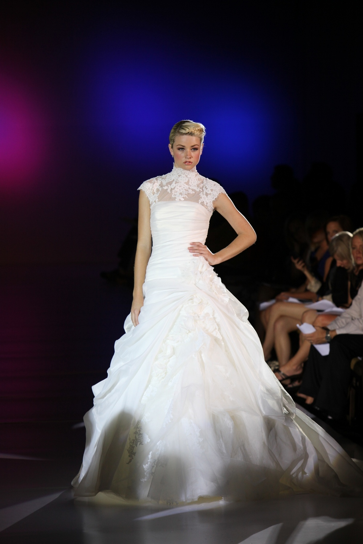 Enzoani-ferryn-silk-organza-wedding-dress-lace-spring-2010.full