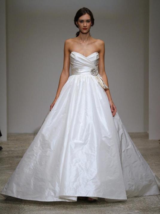 Amsale-melina-spring-2011-white-sweetheart-neckline-ball-gown-wedding-dress-taffeta.full
