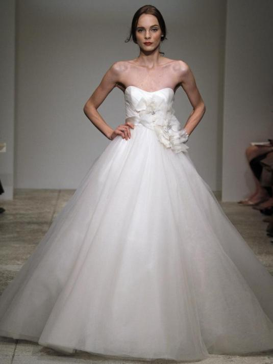 Amsale-ivy-spring-2011-wedding-dress-full-dramatic-ball-gown-tulle-strapless.full