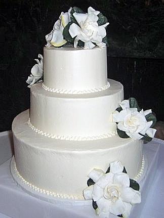 Traditional-white-wedding-cake-white-flowers-pearls-three-round-tiers.full