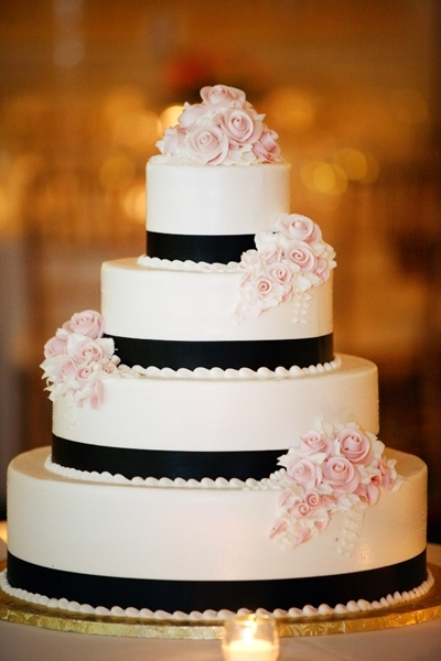 White-black-wedding-cake-4-tier-round-light-pink-roses-on-top.full