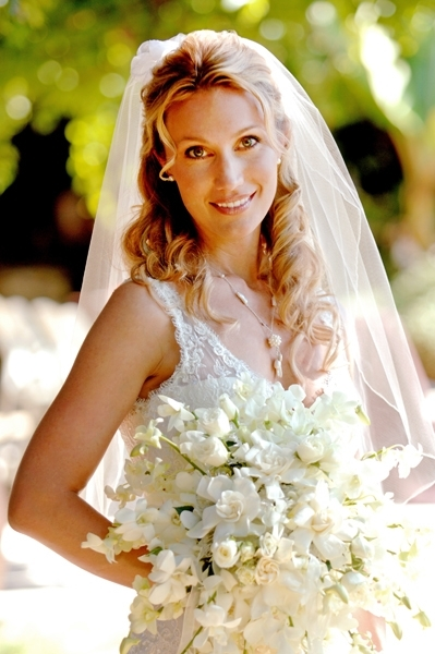 Bridal-hairstyle-half-up-half-down-blonde-loose-curls-lace-wedding-dress.full