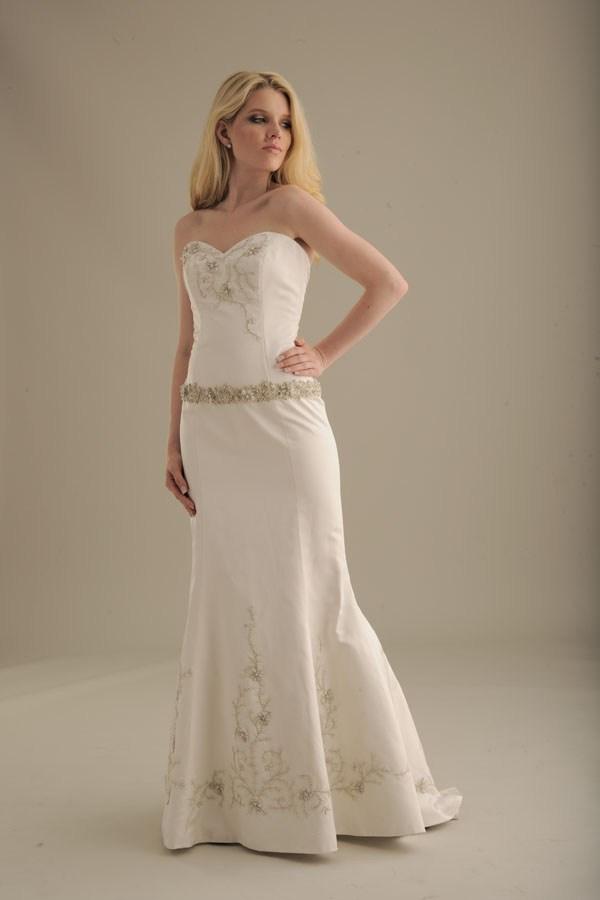 No-ordinary-bride-wedding-dress-847.full