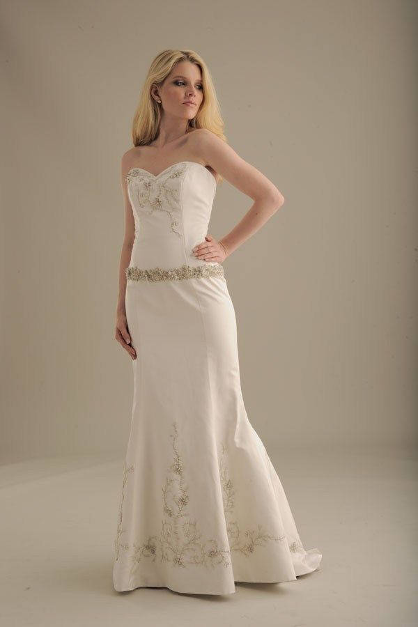 No-ordinary-bride-wedding-dress-847.original