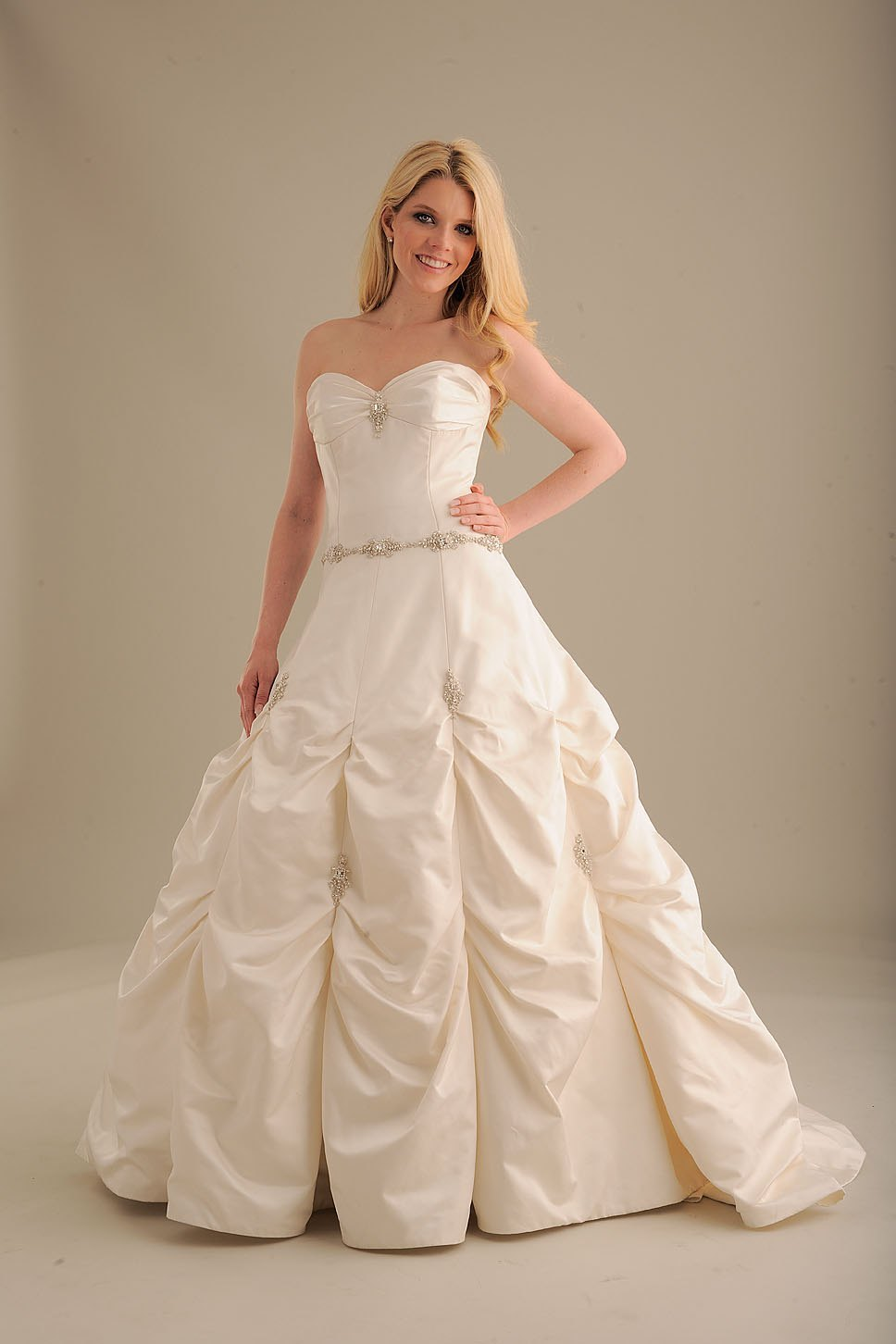 No-ordinary-bride-wedding-dress-840-3.full