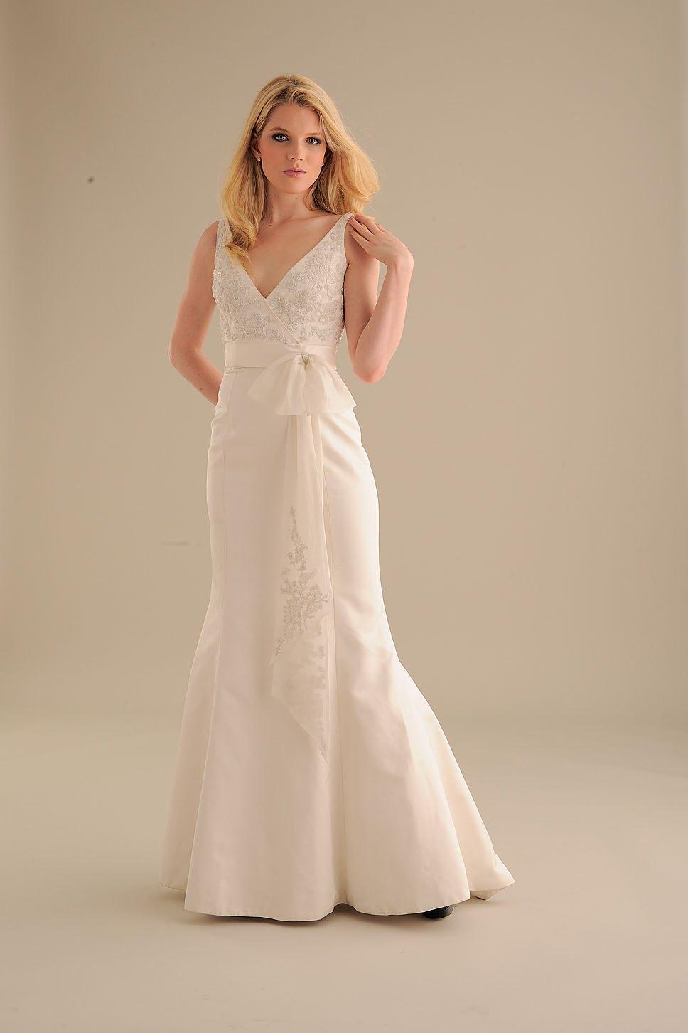 No-ordinary-bride-wedding-dress-834-2.full