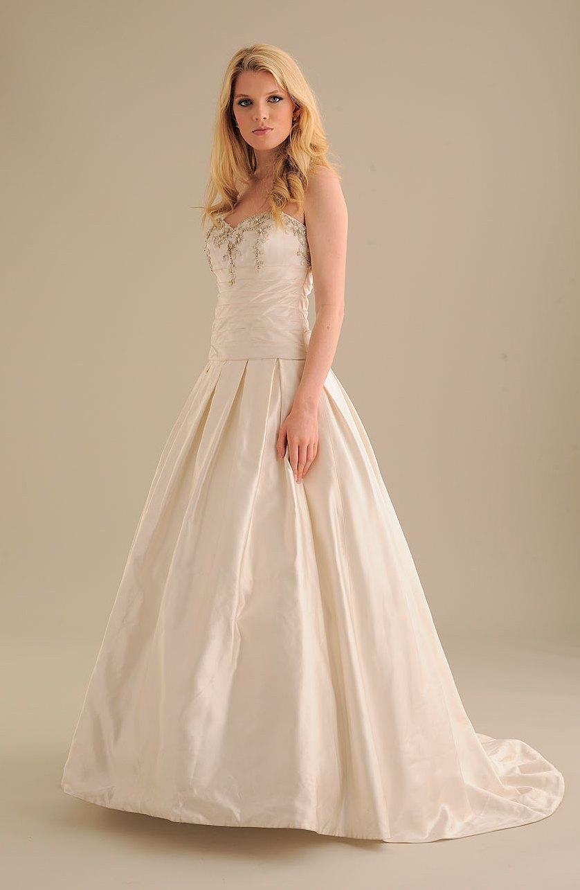 No-ordinary-bride-wedding-dress-831-2.full