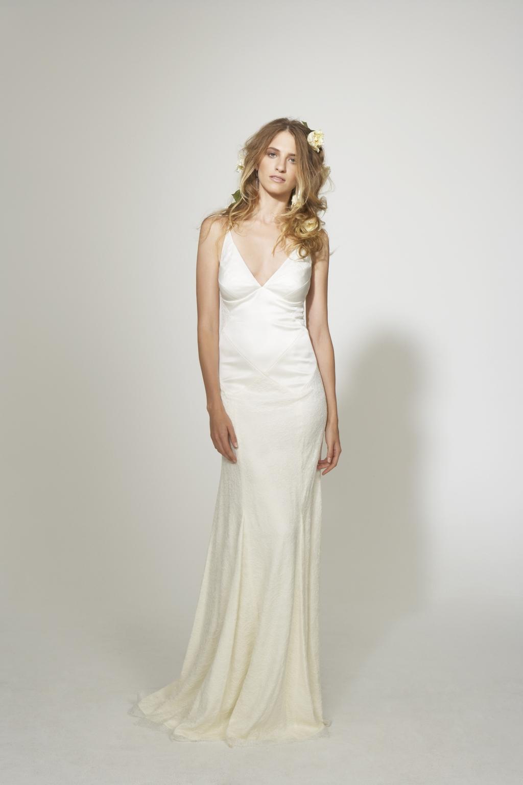 Nicole-miller-simple-sleek-v-neck-white-wedding-dress.full