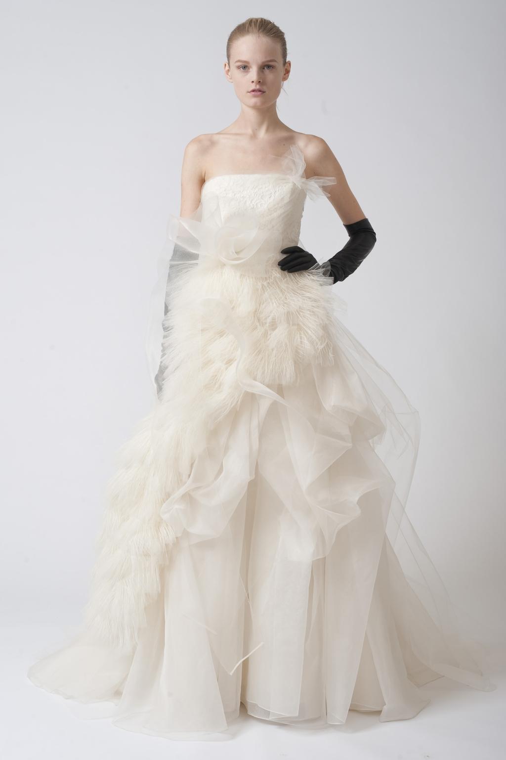 Vera-wang-wedding-dresses-fall-2010-16.full