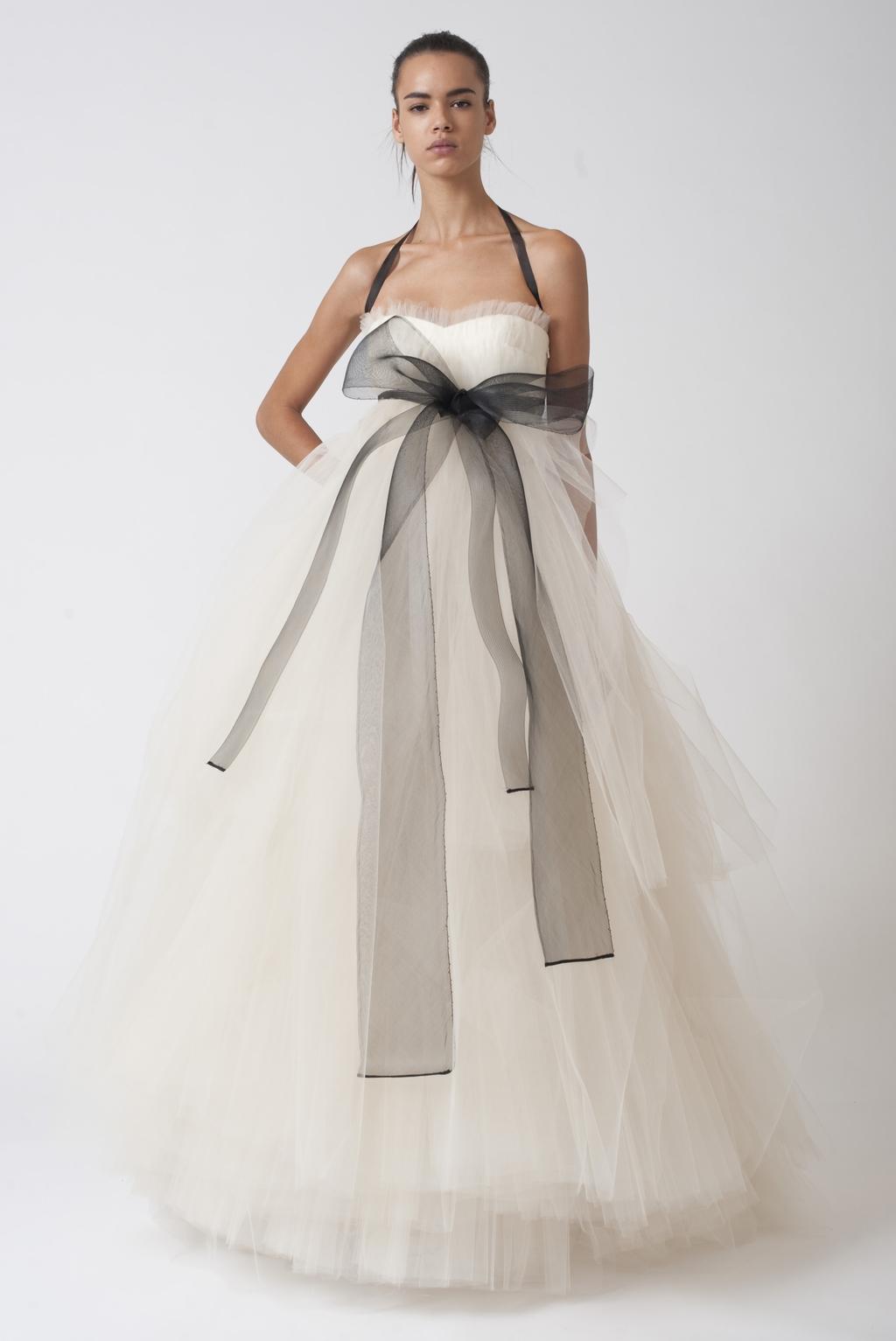 Vera-wang-wedding-dresses-fall-2010-14.full