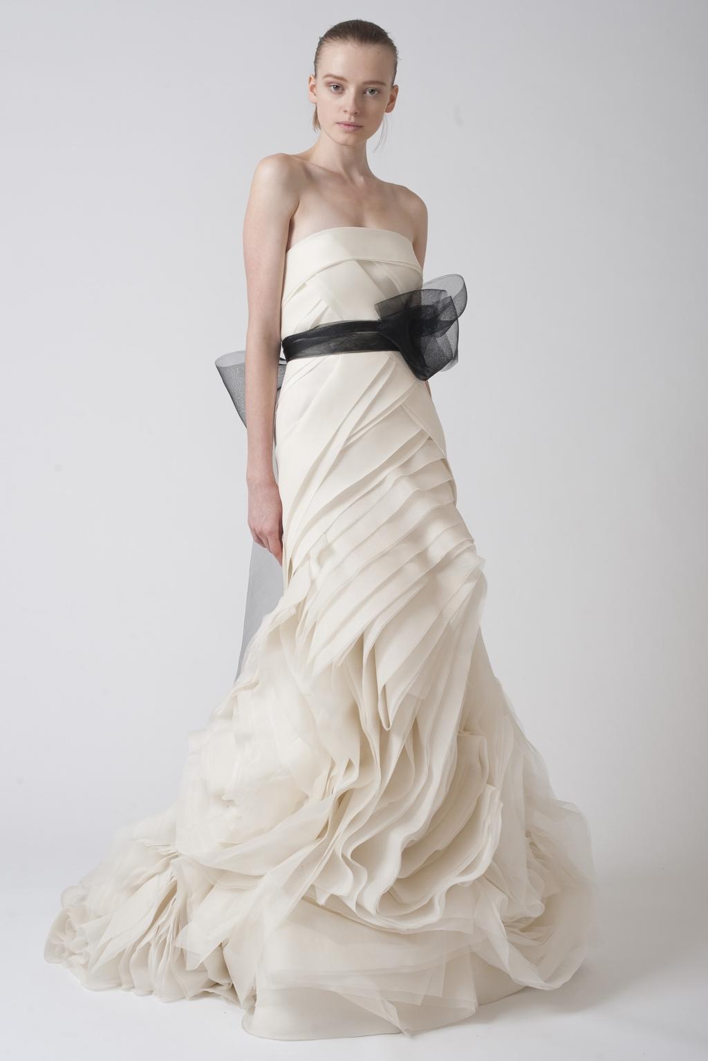 Vera-wang-wedding-dresses-fall-2010-8.full