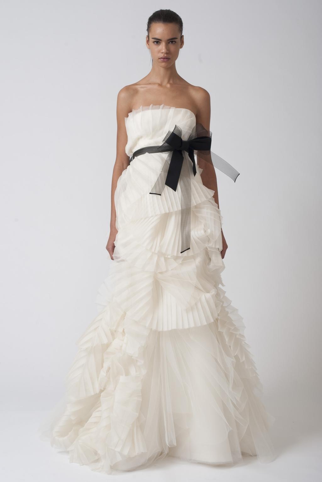 Vera-wang-wedding-dresses-fall-2010-4.full