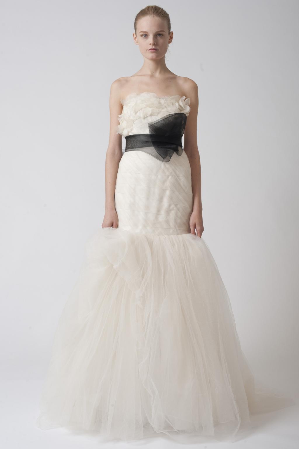 Vera-wang-wedding-dresses-fall-2010-1.full