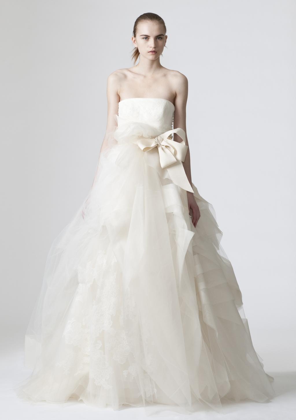 Vera-wang-wedding-dresses-spring-2010-16.full
