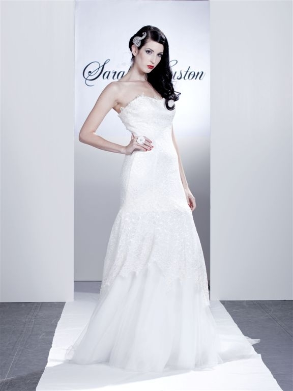 Genevieve_white-strapless-lace-wedding-dress-drop-waist-graduated-tulle-skirt.full
