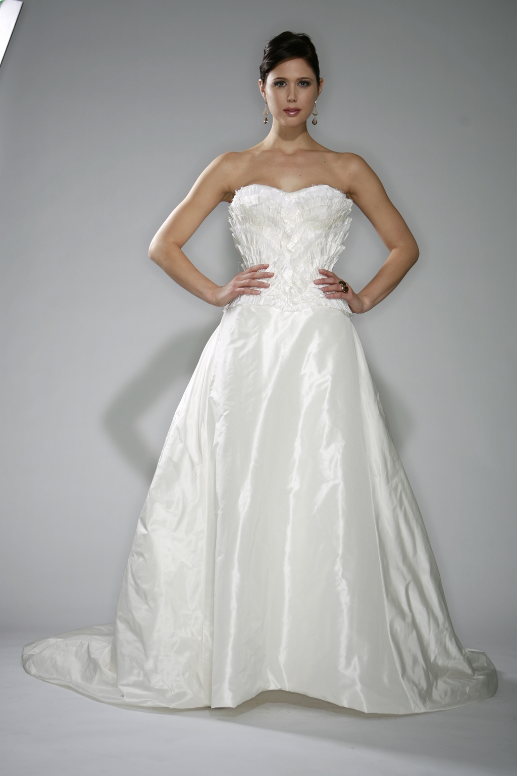 Tosca_spring_2010_white-strapless-wedding-dress-structured-strapless-bodice.full