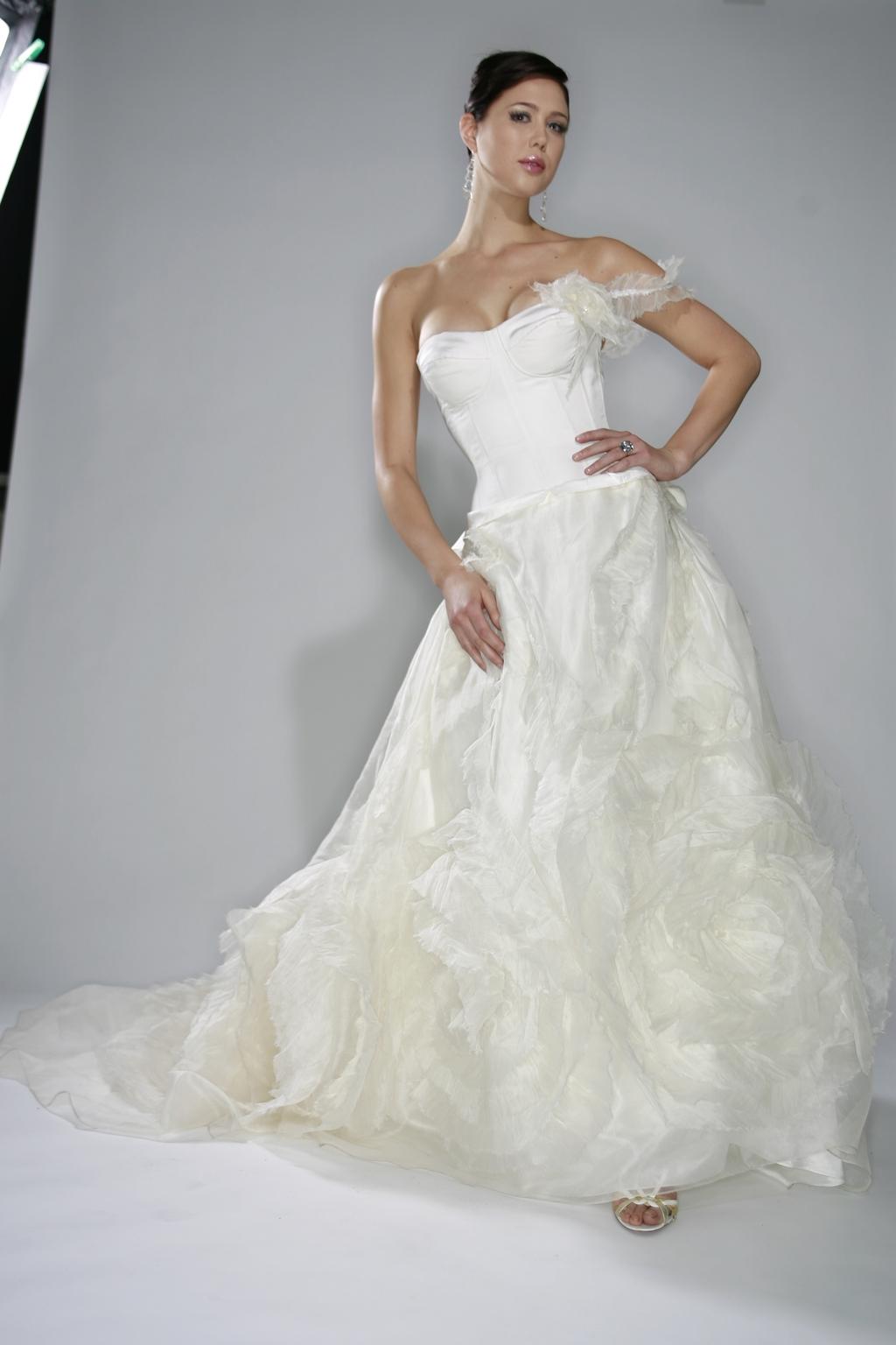 Lamour_spring_2010-white-wedding-dress_0.full