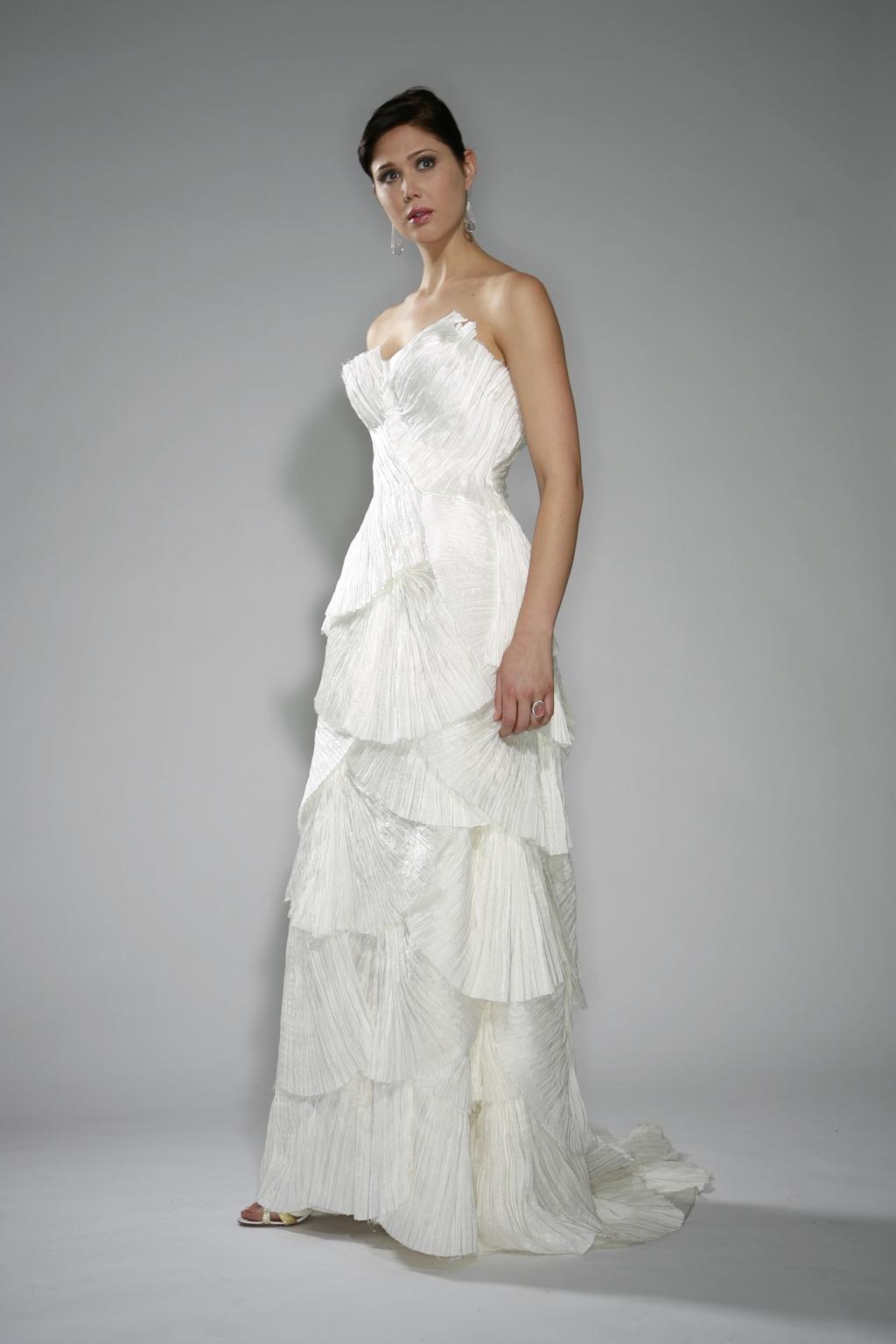 Carmen_spring-2010-white-strapless-wedding-dress-scallops.full