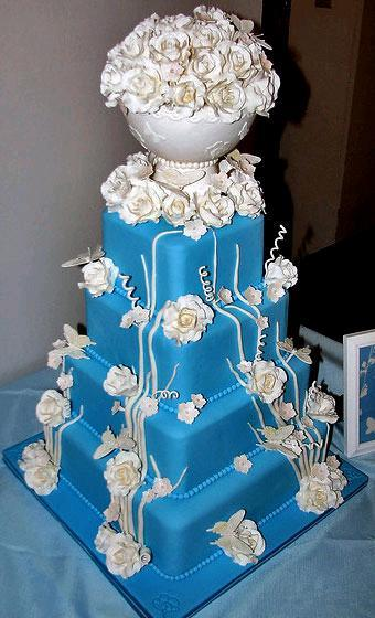 Blue-wedding-cake-adorned-with-white-flowers.full