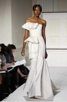 Oscar_de_la_renta-white-modern-strapless-wedding-dress.full