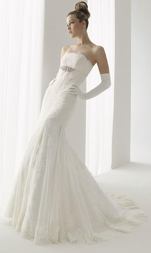 Aire-damas-white-lace-strapless-wedding-dress-rhinestone-detail.full